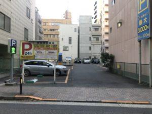 「東京しごとセンター」の地下に有料地下駐車場あり。近隣のコインパーキングもご紹介!