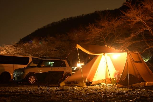 どんなときもWiFiはキャンプや登山などアウトドアで使えるの?山間部での利用エリアや通信速度など徹底解説!